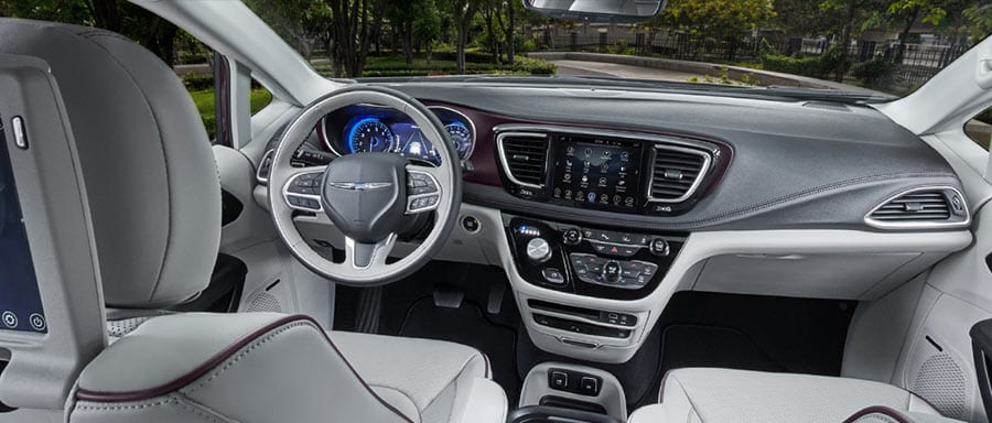 2018 Chrysler Pacifica interior dash view