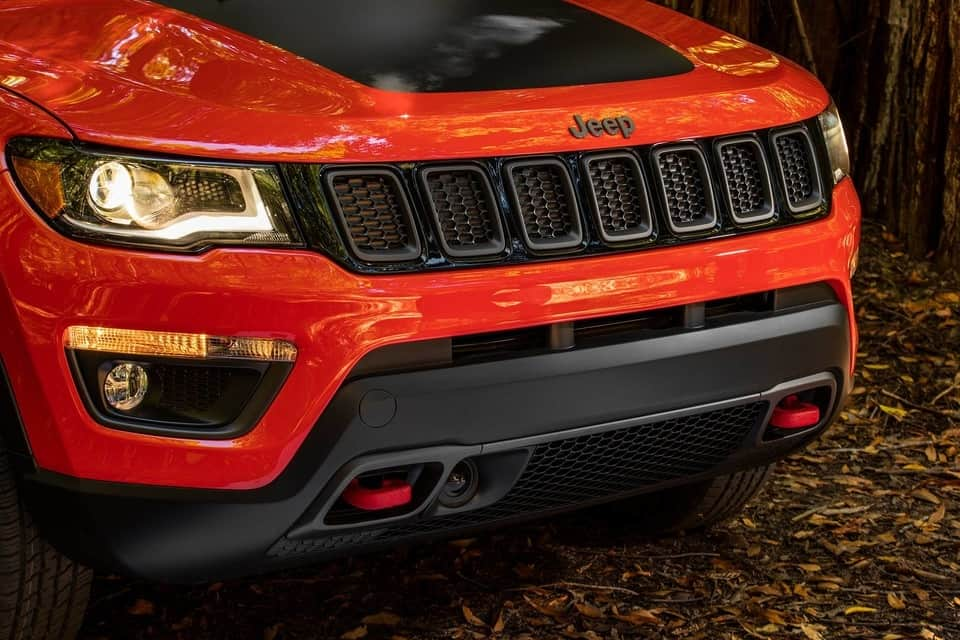 Front grille of the 2019 Jeep Compass Trailhawk in Redline Pearl
