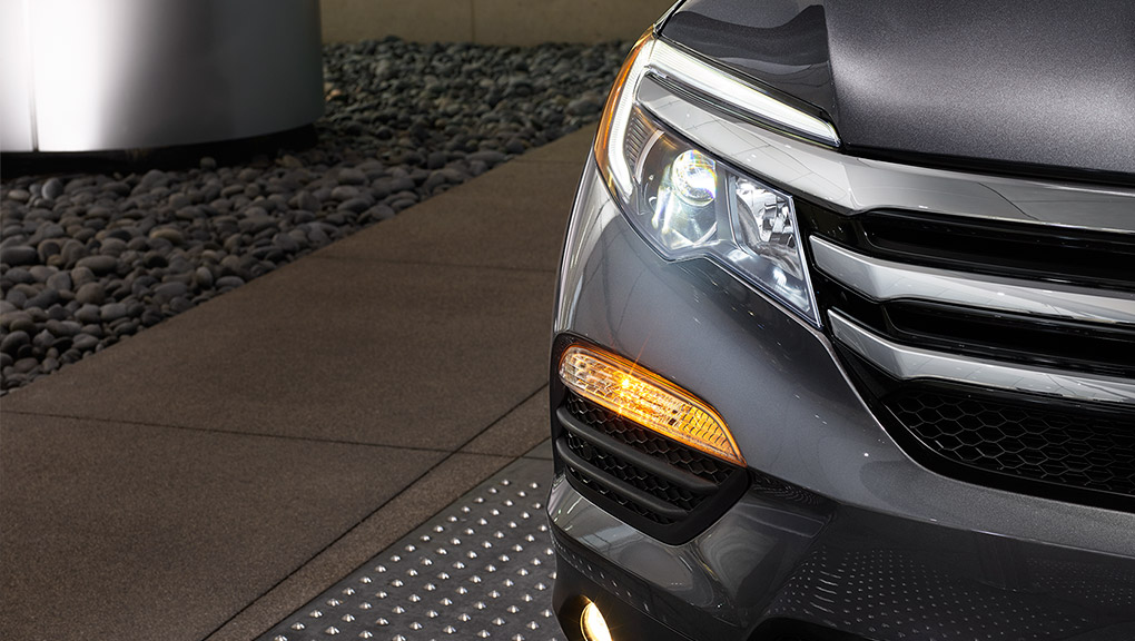 A closeup of the stylish headlights on the 2019 Honda Pilot.
