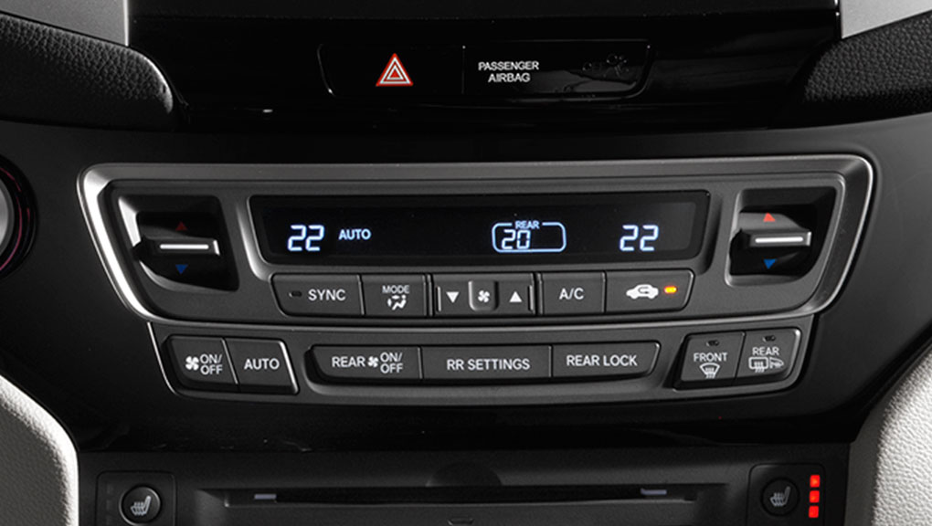 Tri-zone automatic climate controls in the 2019 Honda Pilot