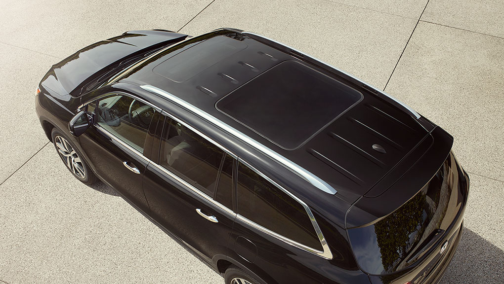 The available panoramic moonroof on the 2019 Honda Pilot