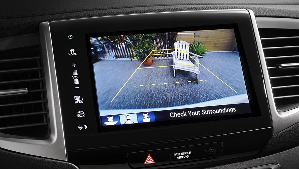 The multi-angle rearview camera view in a 2019 Honda Pilot
