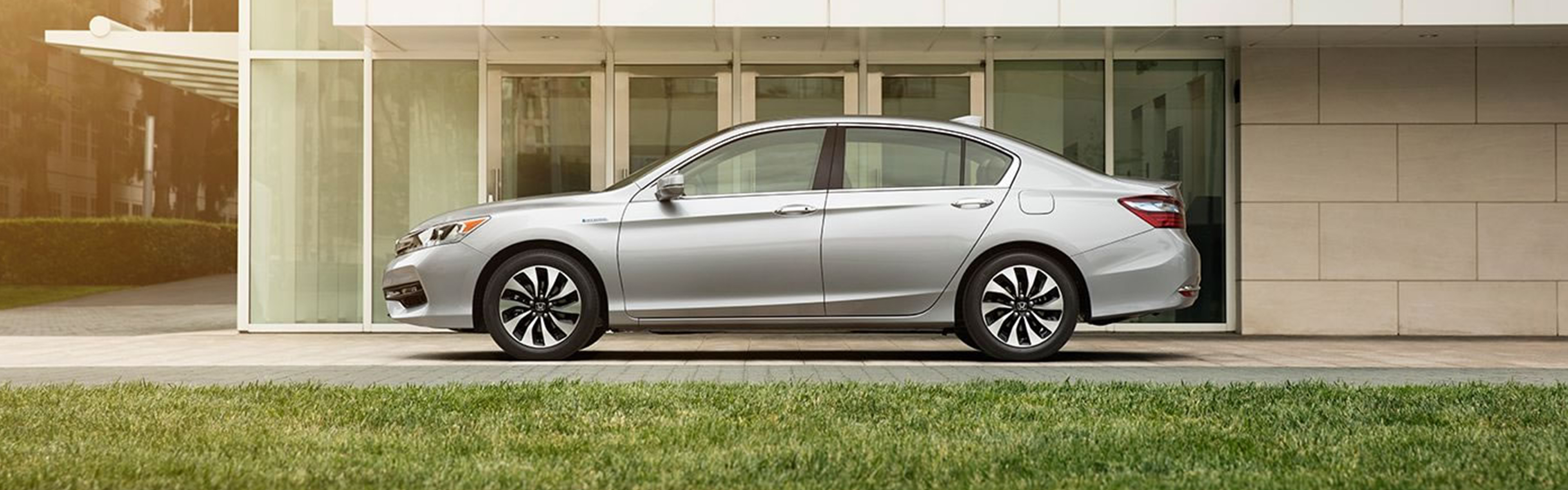 side view of honda accord hybrid