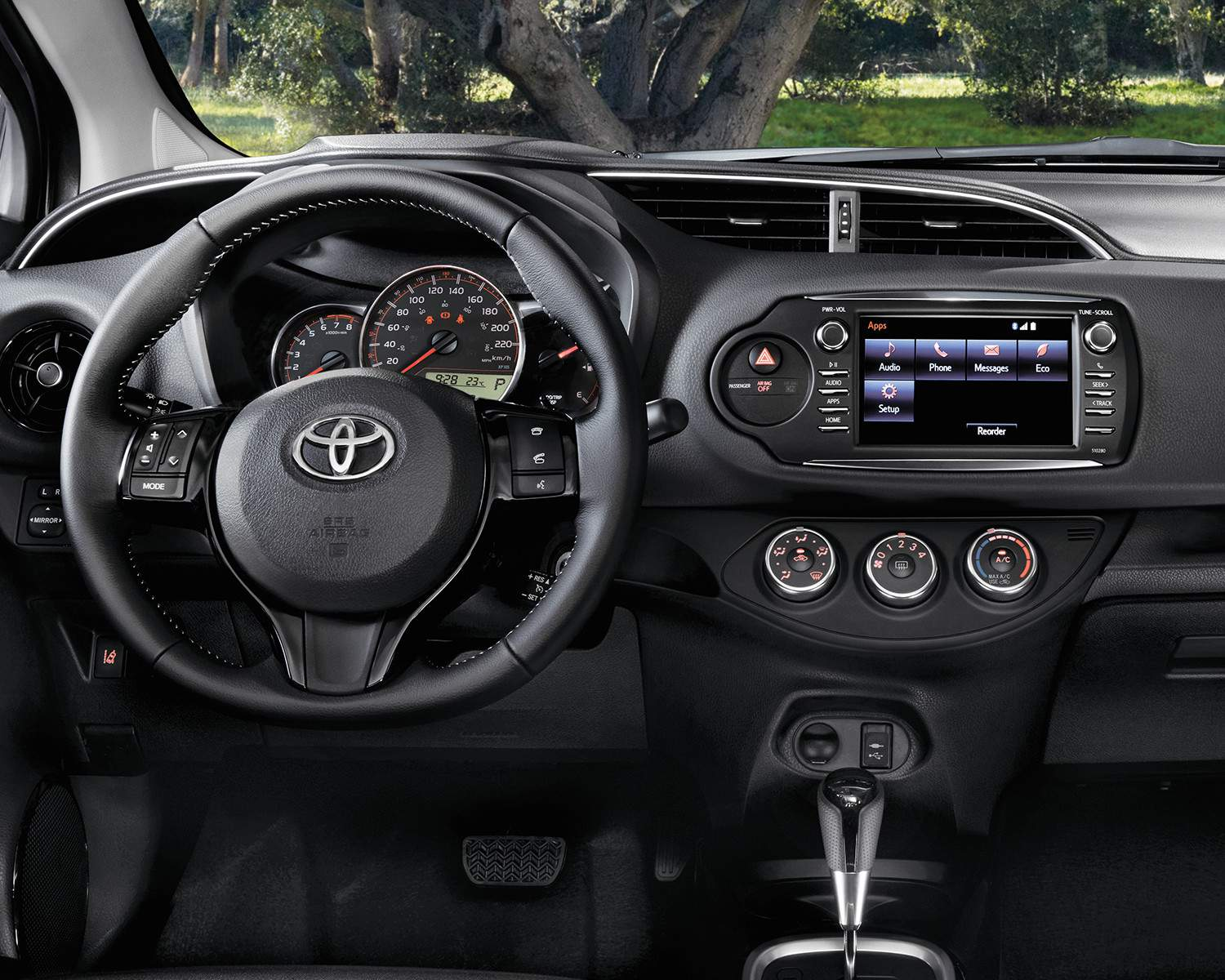 2018 Toyota Yaris Hatchback Interior Dashboard