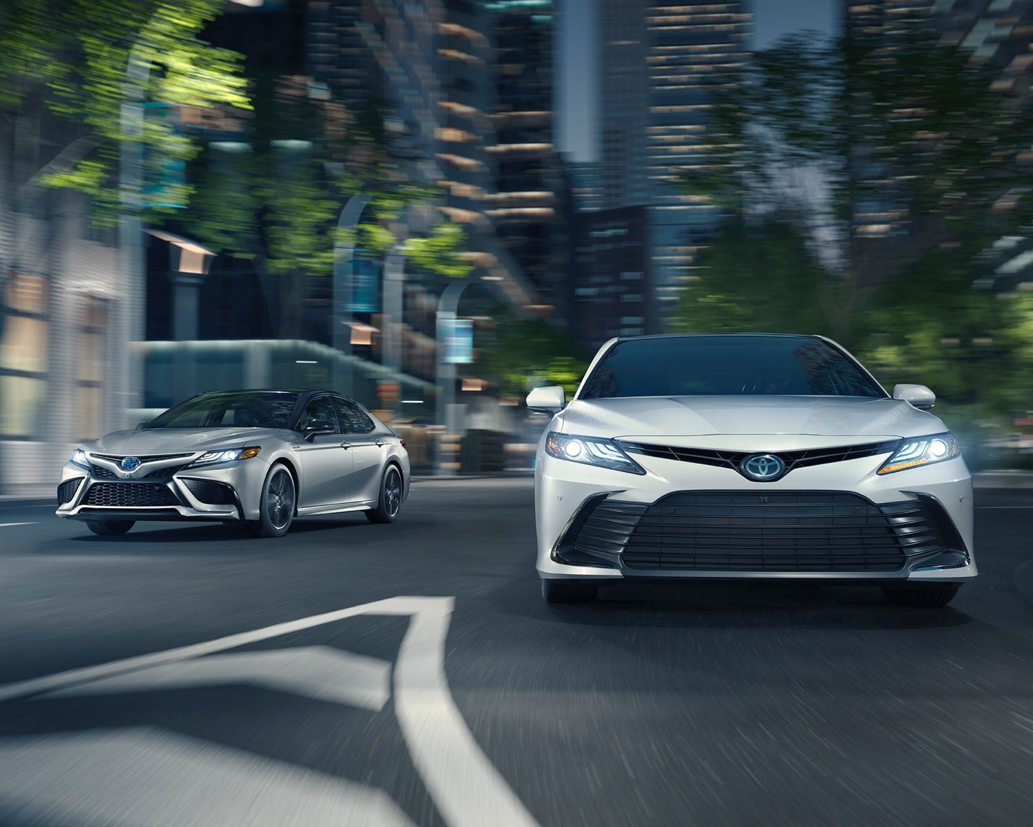 Toyota 2021 Camry Overview Gallery Hybrid Xse Celestial Silver Metallic Black Roof Hybrid Xle Wind Chill Pearl L