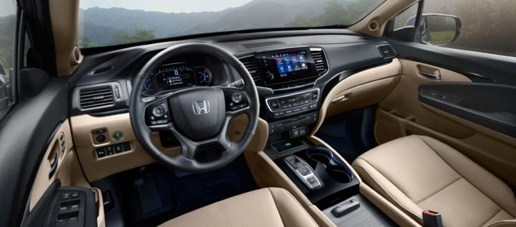 The stylish interior of the 2019 Honda Pilot, featuring many high-tech creature comforts