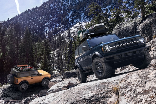 2021 Two Ford Bronco On Mountain