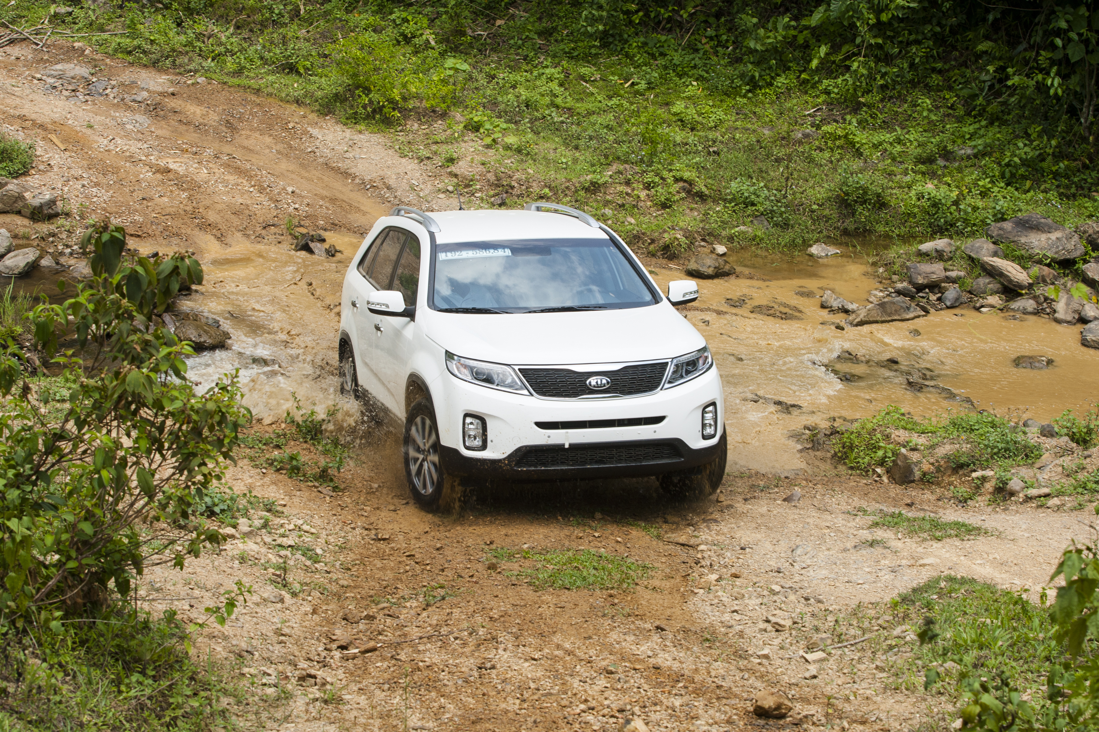 kia sorento through muddy ground