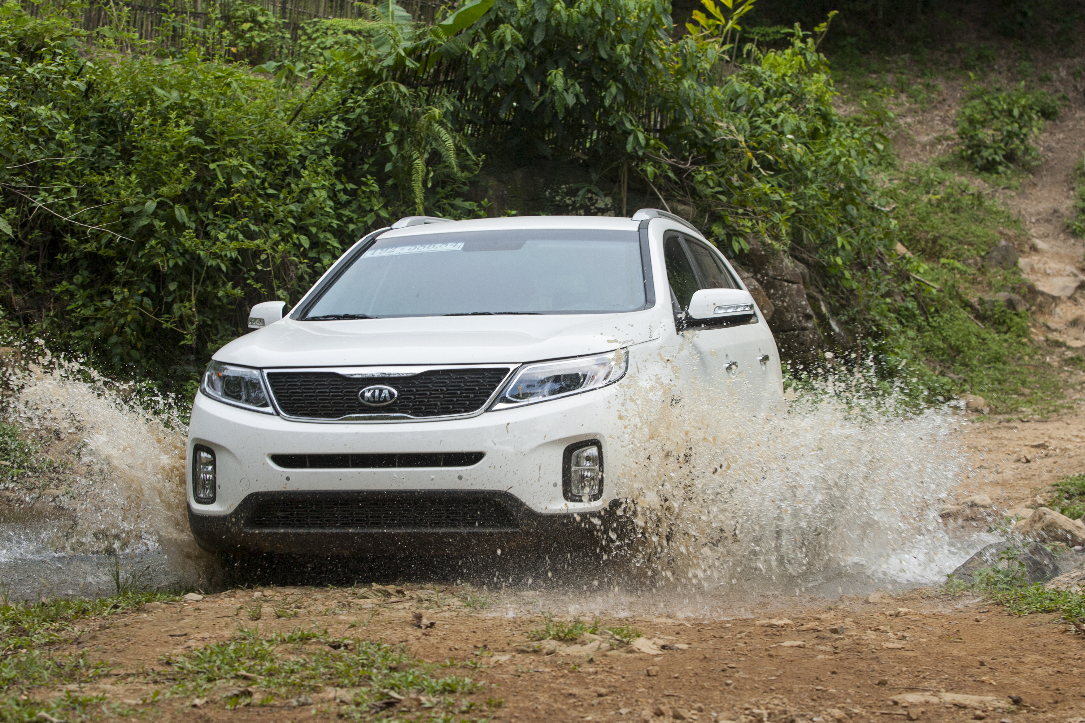 kia sorento in mud