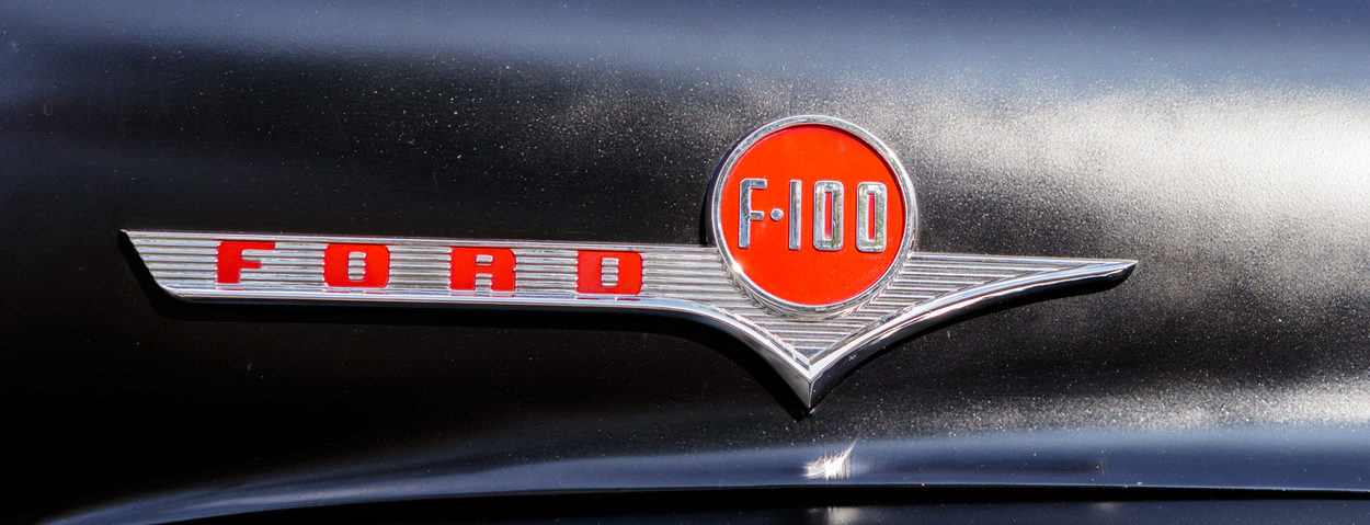 ford f-100 oldtimer car logo