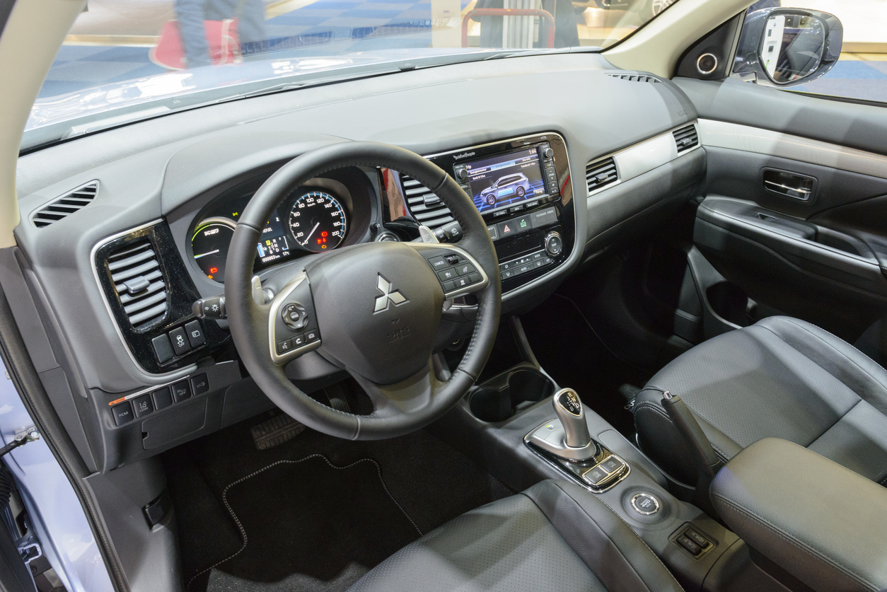 Mitsubishi Outlander PHEV plug in hybrid car interior