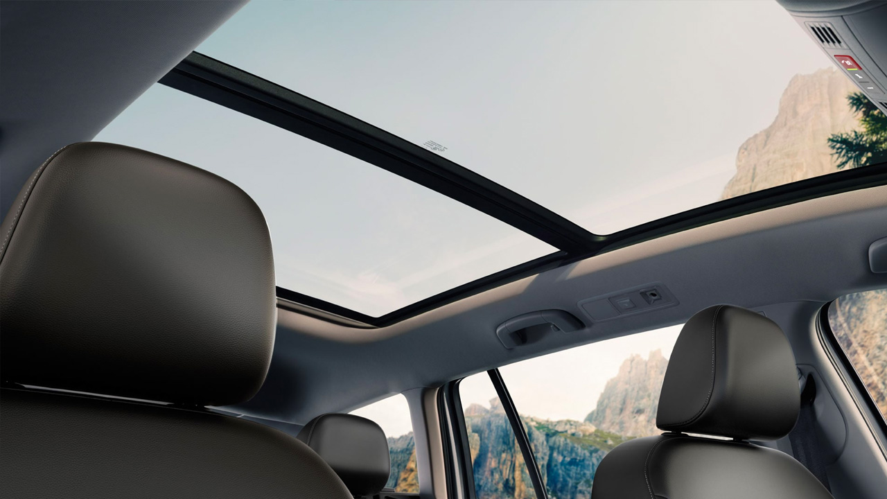 2019 VW Golf Alltrack  Panoramic sunroof