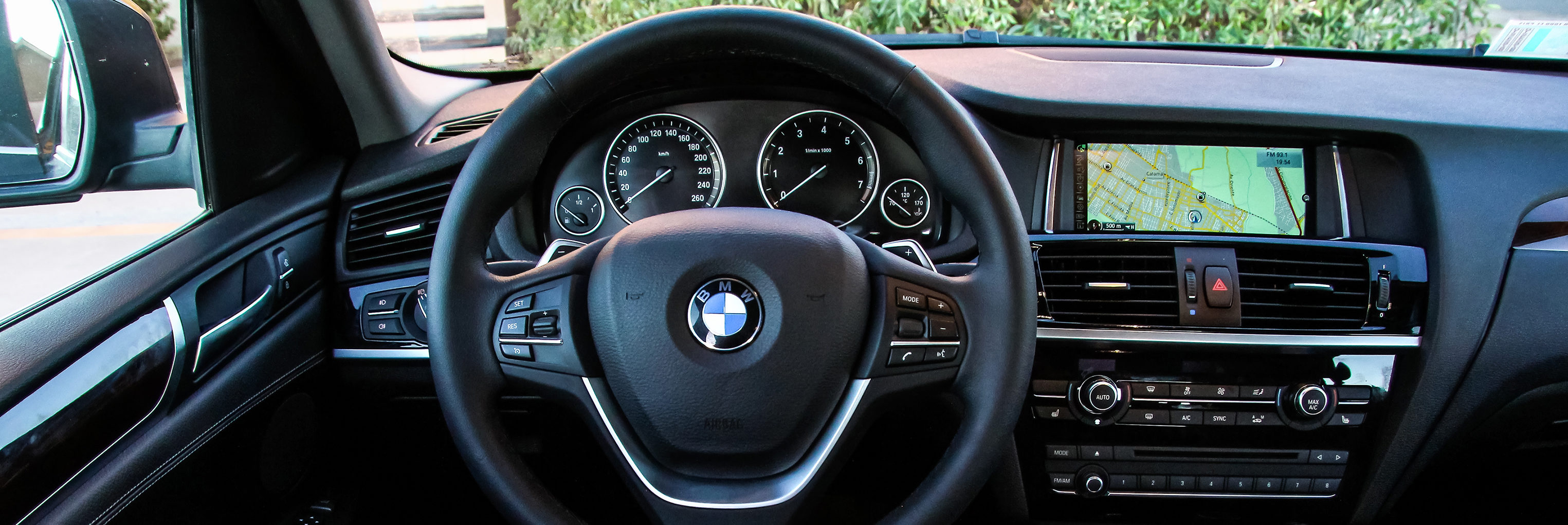 BMW F26 X4 steering wheel and dash