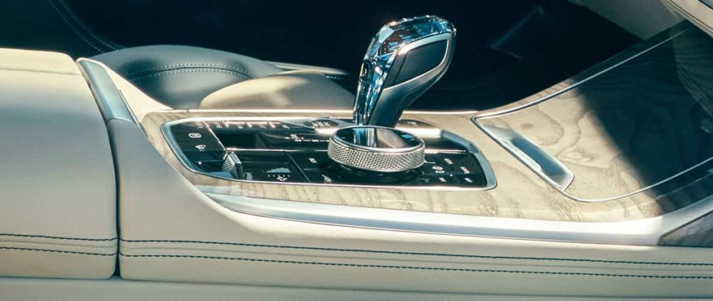 Glass applications: side view of the center console