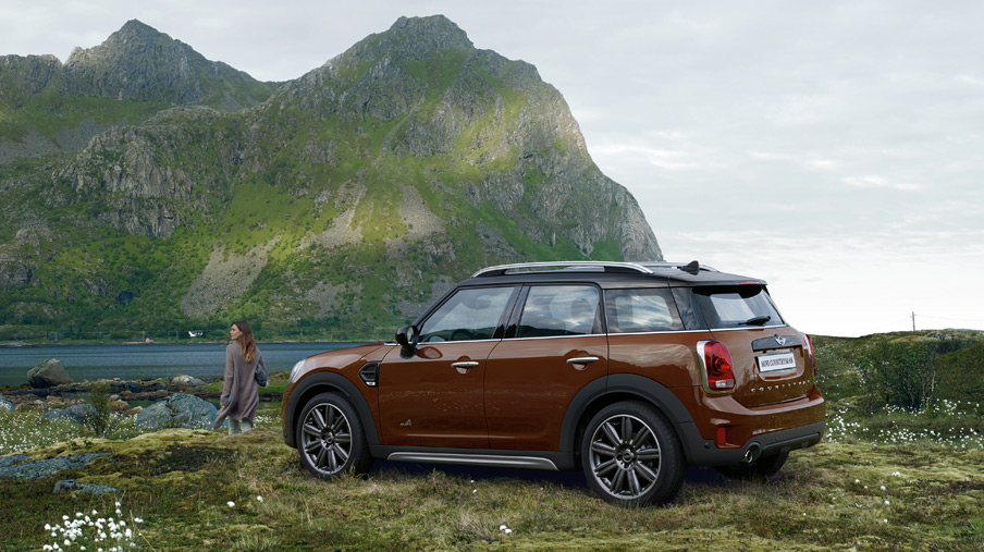 2019 MINI Countryman rear 3/4 view, parked in a rural mountain background
