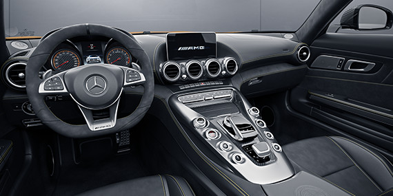 Mercedes-Benz Roadster - Equipped to Embrace Driving