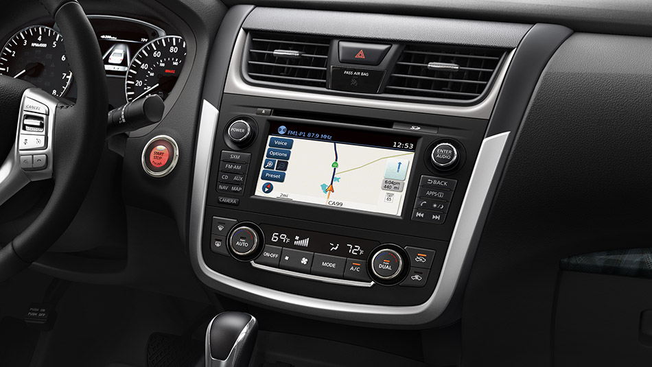 2018 Nissan Altima multi-touch display