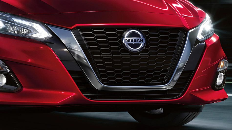 Close up of the front view of 2019 Altima V-Motion Grille