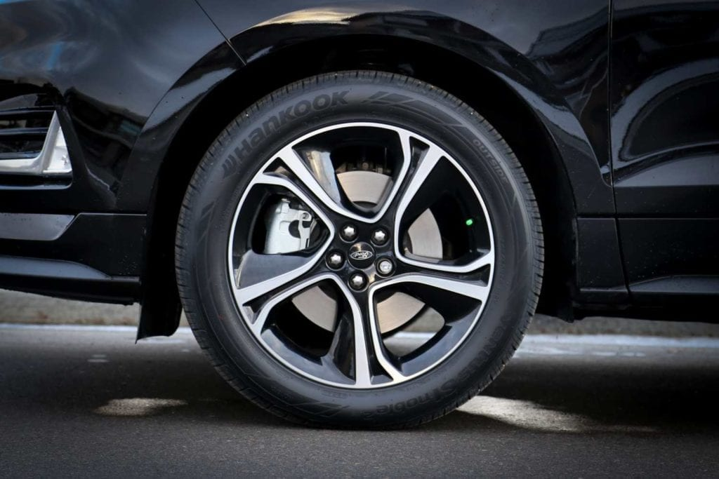 wheel on the 2019 Ford Edge ST in Agate black