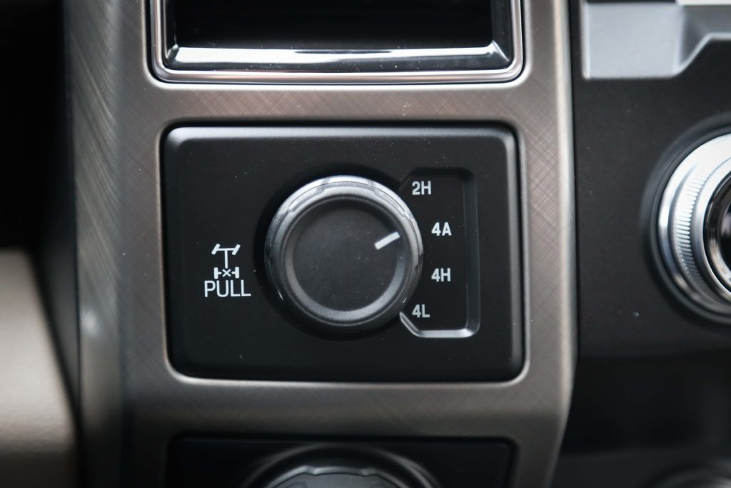 The dial for the 4x4 system of the Ford F-150 Limited