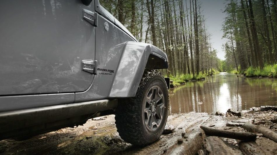A 2018 Jeep Wrangler JK drives toward a bog without any worry