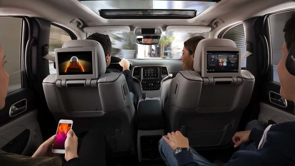 The luxurious interior of the 2019 Jeep Grand Cherokee