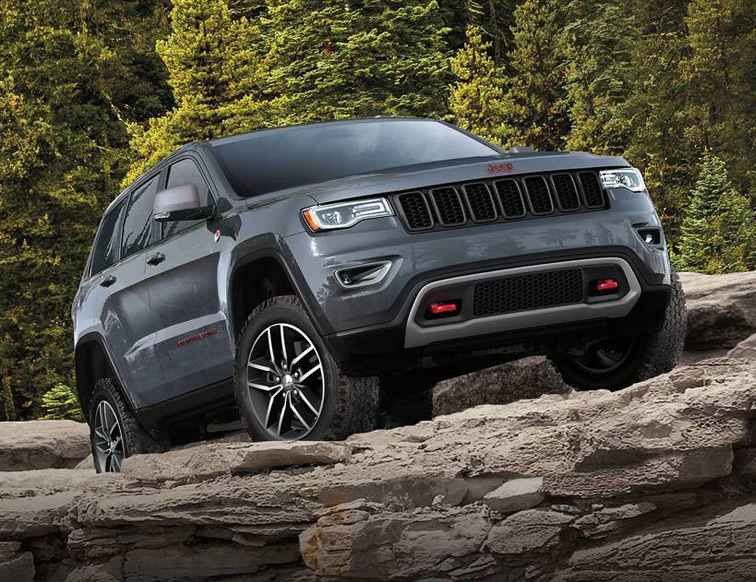 2018 Jeep Grand Cherokee driving off-road in