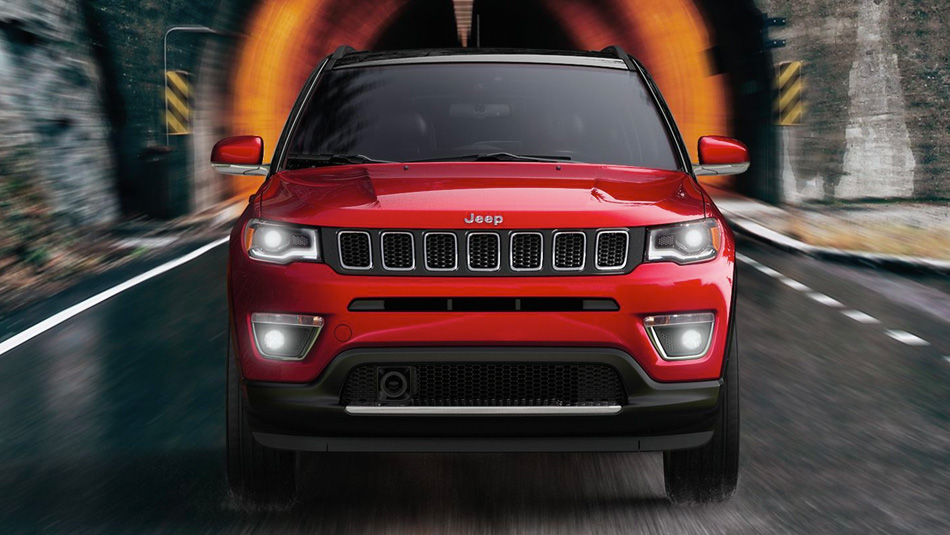 2018 Jeep Compass Red exterior in motion
