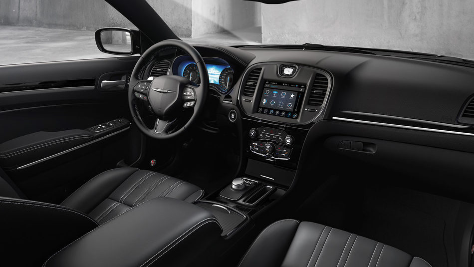 2019 Chrysler 300 luxury interior