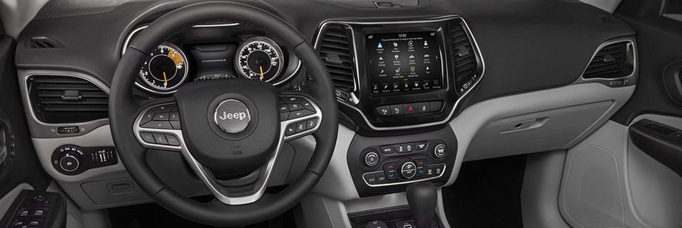 2019 Jeep Cherokee front panel interior