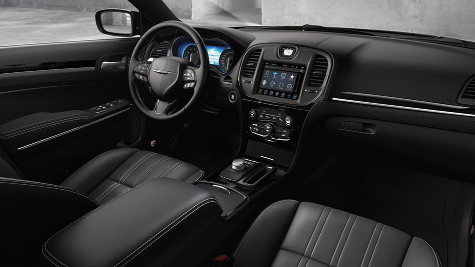 2019 Chrysler 300 interior view