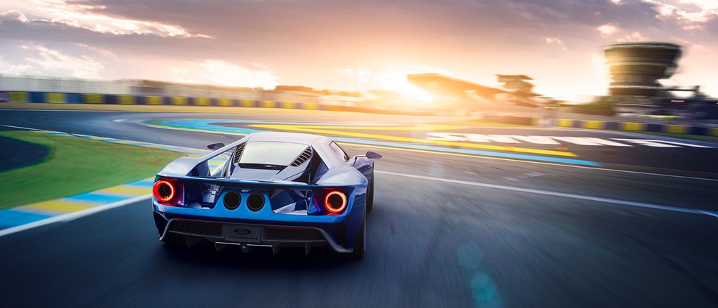 Rear shot of Ford G T at Le Mans racetrack