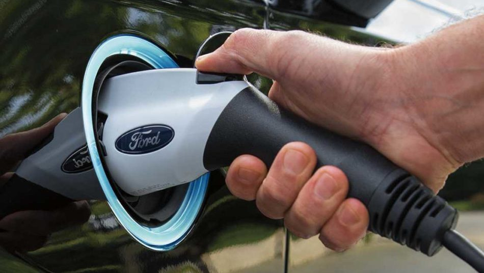 Ford Fusion hybrid plug in outlet
