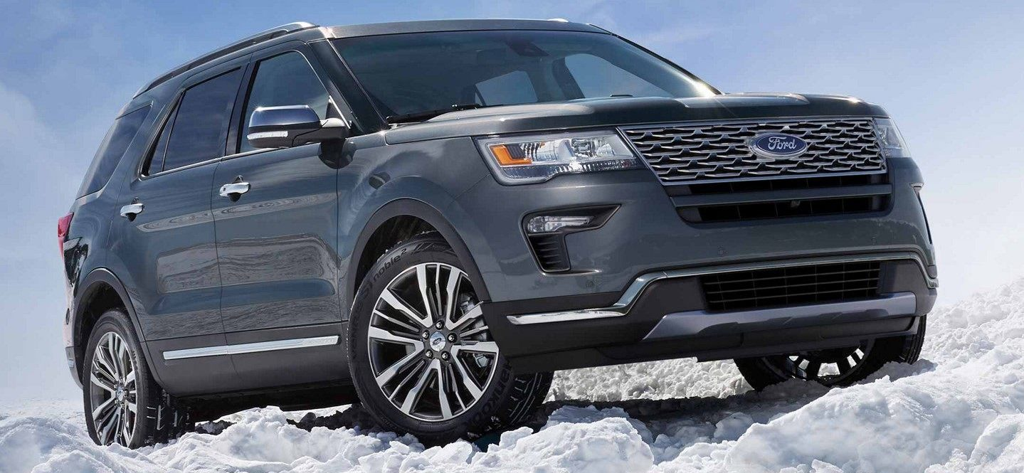 2019 ford explorer in slate blue, sitting on snow
