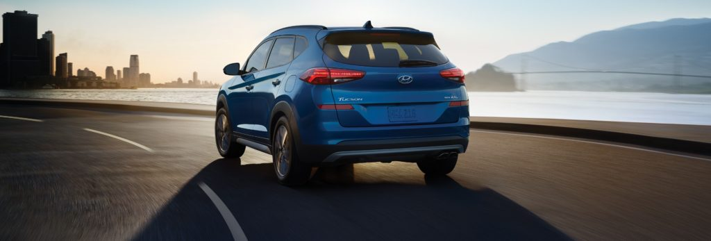 rear shot of the 2020 hyundai tucson in blue