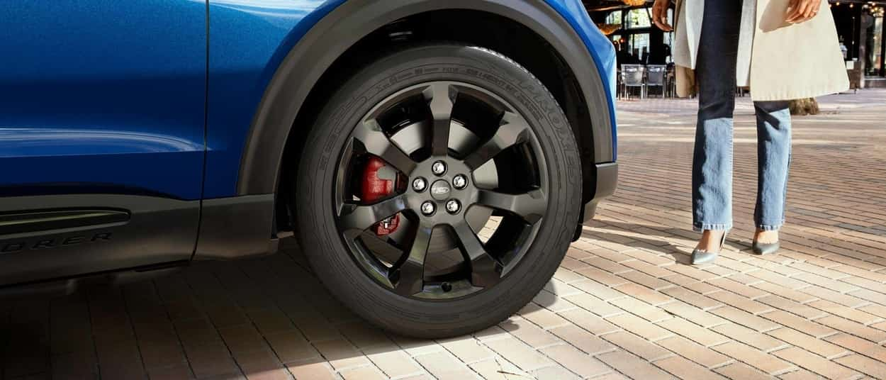 21-inch high-gloss wheels on 2020 Ford Explorer