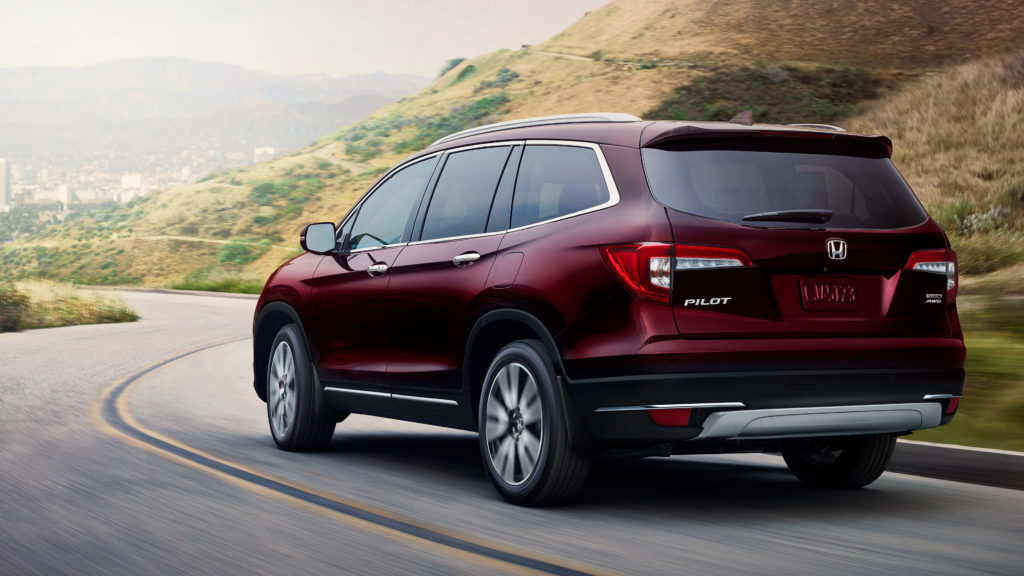 rear shot of the exterior of the 2019 honda pilot