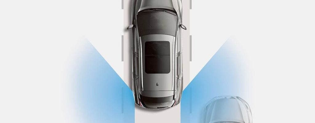 another image of nissan blind spot warning operating